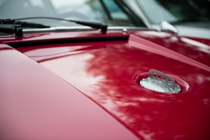 Porsche 911 hood filler