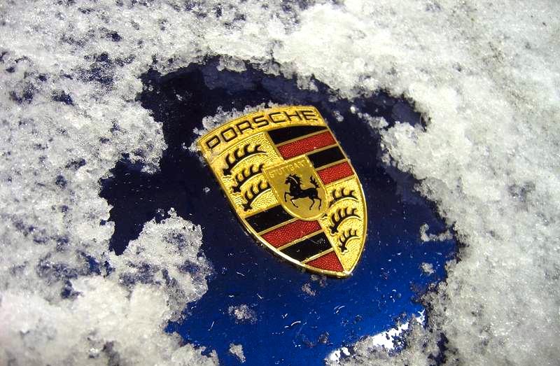Porsche-911-at-Christmas-1