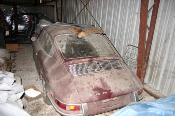1968-porsche-912-barn-find-rear-corner